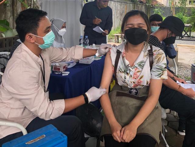 Ratusan Kaum Milenial Antusias Sukseskan Gelar Vaksinasi AMPI Kalbar