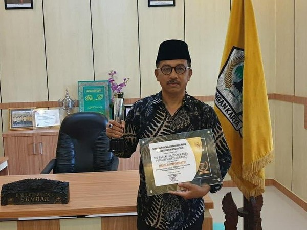 Selamat! Ketua Golkar Sumbar Khairunas Raih Anugerah Keterbukaan Informasi Publik