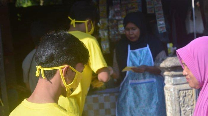 Cegah Corona, Deni Rahayu Bagikan Ribuan Masker di Tiga Kecamatan di Kabupaten Subang