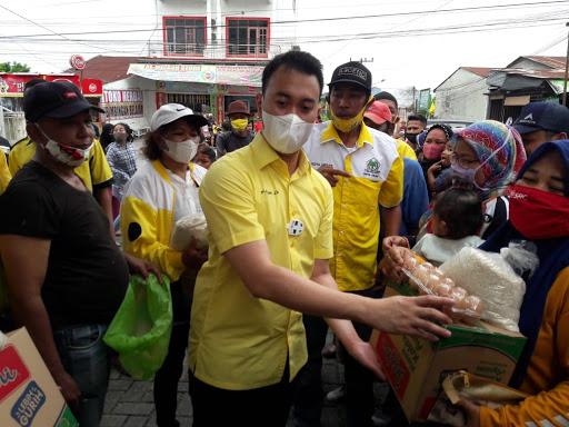 Golkar Sumut Serahkan 250 Paket Sembako Untuk Warga Kaum Dhuafa di Medan Deli