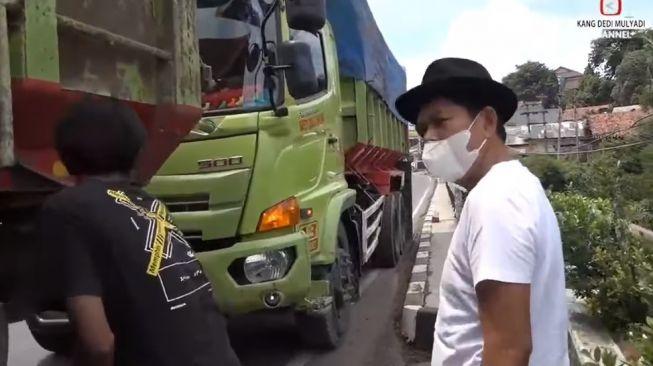 Dedi Mulyadi Murka Jalan Warga di Purwakarta Hancur Karena Sering Dilewati Truk-Truk Berat