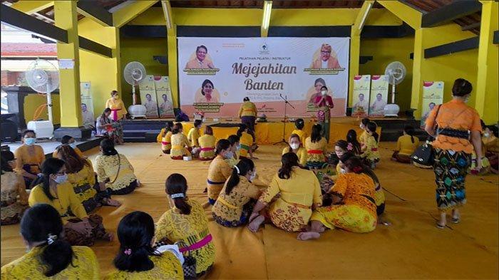 Peringati Hari Kartini dan Hardiknas, KPPG dan IIPG Bali Gelar Pelatihan Instruktur Mejejaitan Banten