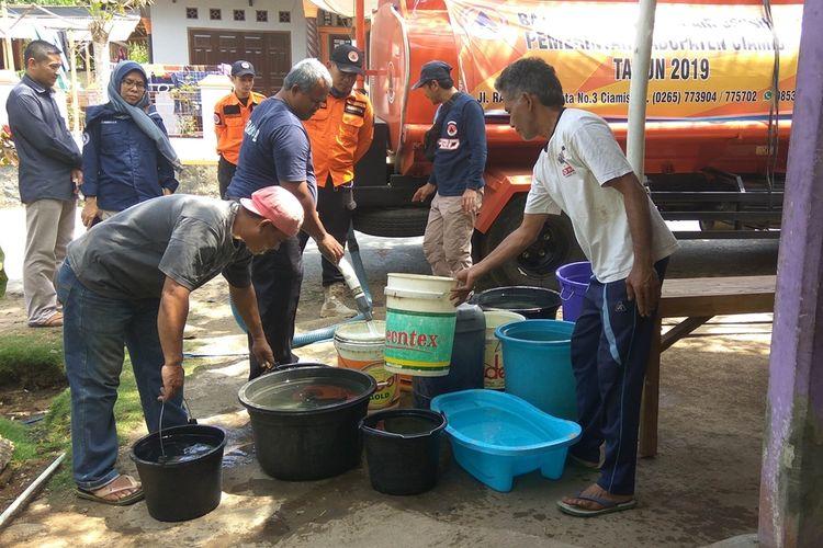 HUT Ke-55, Golkar Ciamis Salurkan Air Bersih di 4 Kecamatan