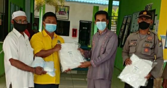 Golkar Kepri Serahkan APD dan Masker Untuk Tim Medis Puskesmas di Bintan