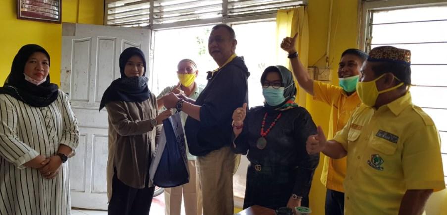 Darul Siska Bagikan 1.000 Paket Sembako Untuk Masyarakat Sijunjung Terdampak COVID-19