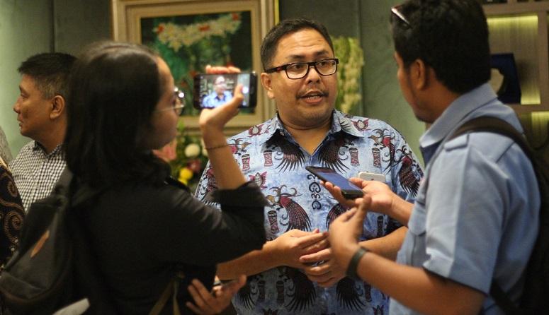 Stafsus Jokowi Beri Motivasi Terkait Corona, Golkar Milenial Sebut Gaji Rp.50 Juta Mubadzir