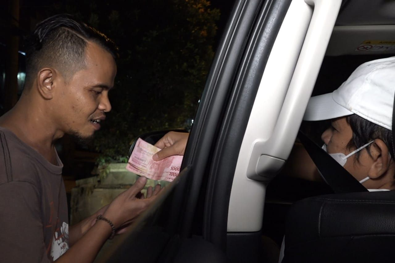 Razia PPKM Dadakan Di Purwakarta, Dedi Mulyadi Malah Borong Dagangan dan Bagi-Bagi Uang Ke Pedagang
