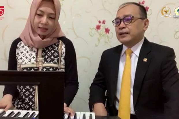 HUT RI Ke-75, Supriansa dan Istri Kompak Nyanyi Lagu Indonesia Yang Dipopulerkan Harvey Malaiholo