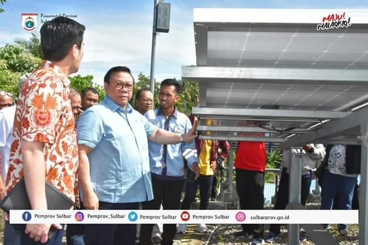 Agung Laksono Tinjau Proyek PLTS Pulau Karampuang di Mamuju