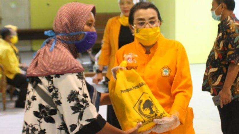 Peringati Hari Kartini, Kader Perempuan Golkar Jatim Tebar 3000 Paket Sembako