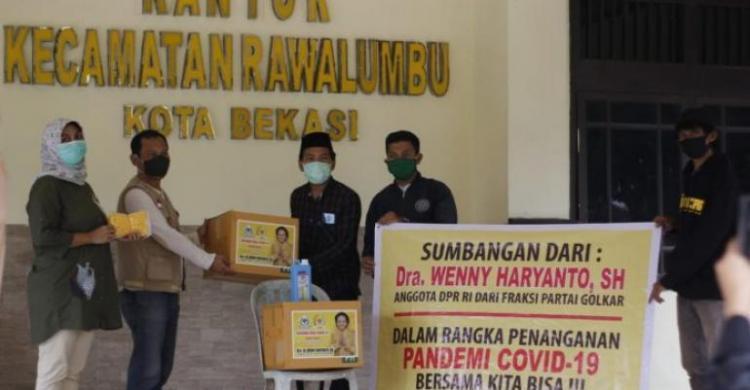 Wenny Haryanto Sumbang APD Untuk Tenaga Medis Puskesmas se-Kota Bekasi-Depok