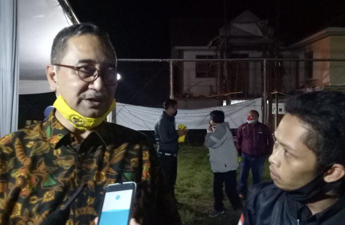 Nonton Layar Tancap Bareng Warga Pasirwangi, Ferdiansyah Sosialisasi Protokol Kesehatan COVID-19
