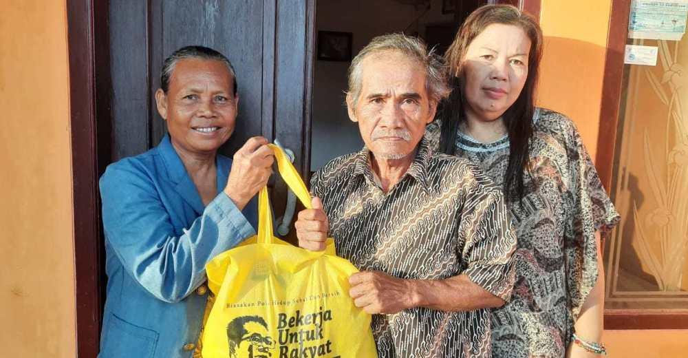 Agun Gunandjar Serahkan Bantuan Uang dan Sembako Untuk Korban Kebakaran Pasar Ciamis
