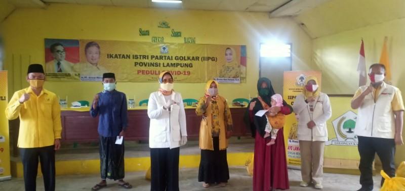 Riana Sari Arinal Pimpin IIPG Serahkan Bantuan ke Ponpes, Panti Asuhan dan Masyarakat Lambar