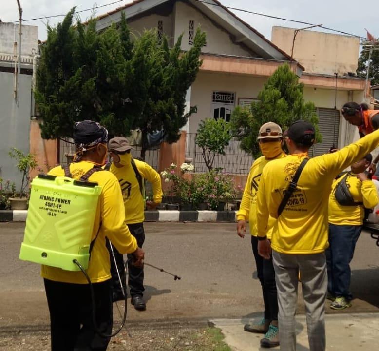 Mitra Patriasmoro Pimpin GoMile Cilacap Semprot Disinfektan ke Pemukiman, Masjid dan Terminal