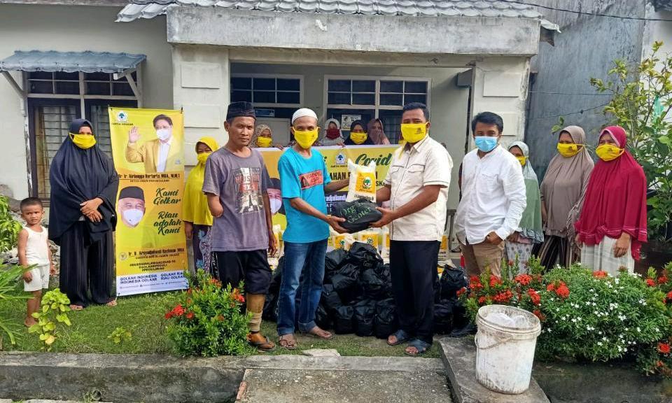 Andi Rachman Bagikan 11 Ton Beras dan Mie Organik Bagi Masyarakat Riau Terdampak COVID-19