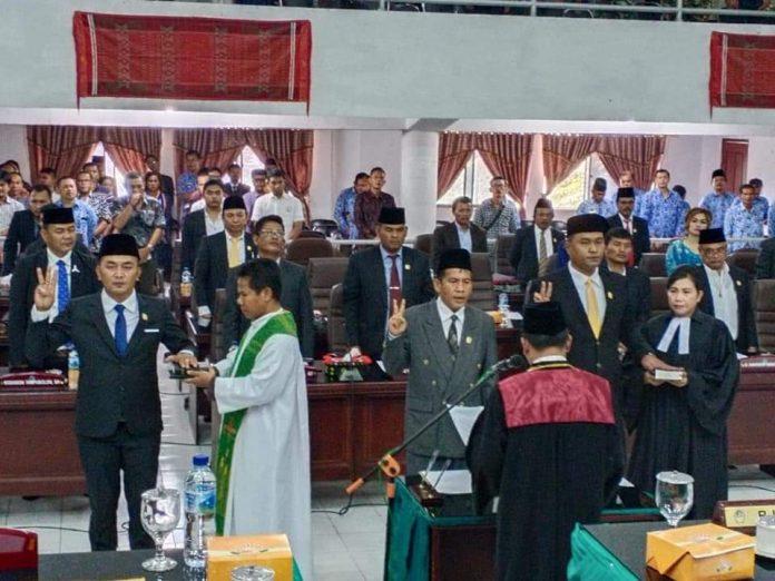 Sah! Efendi Napitupulu Dilantik Jadi Ketua DPRD Tobasa 2019-2024