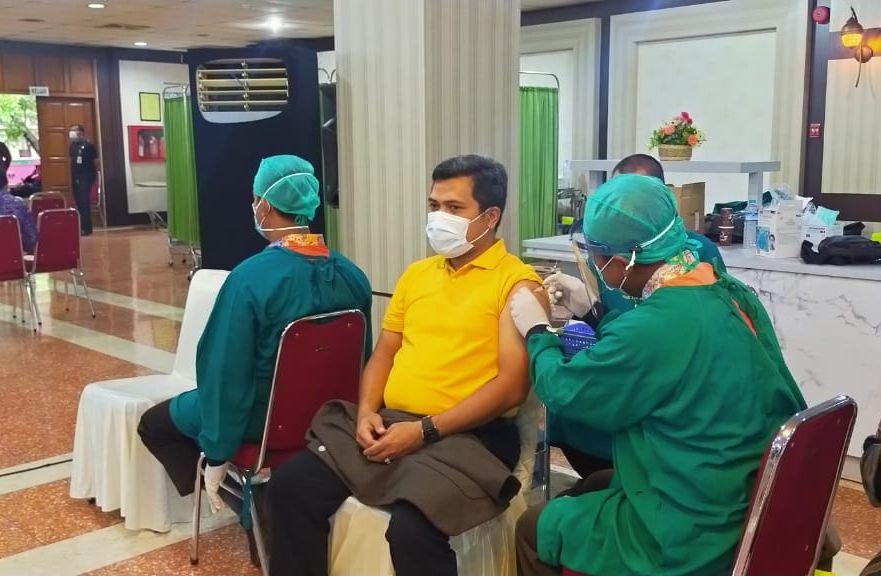 Cegah Penyebaran Corona, Ferry Wawan Cahyono Ajak Warga Jateng Sukseskan Program Vaksinasi COVID-19
