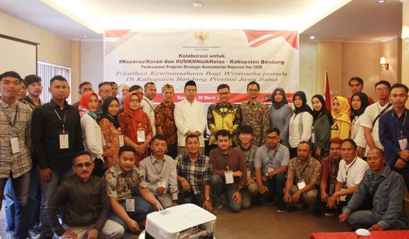 Ace Hasan Gelar Pelatihan Kewirausahaan Bagi Milenial di Soreang Bandung