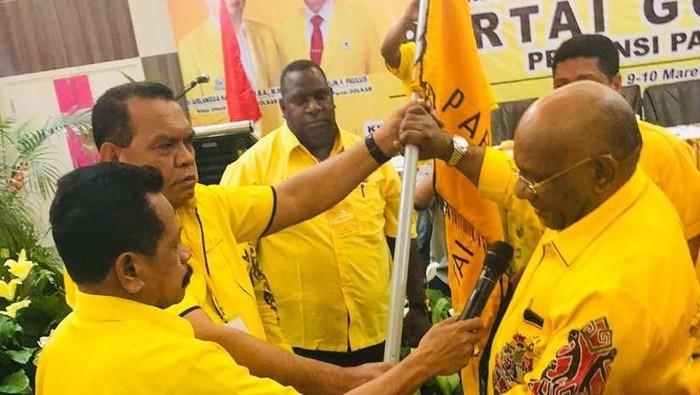 Dianggap Sukses, Klemen Tinal Terpilih Aklamasi Jadi Ketua Golkar Papua Lagi