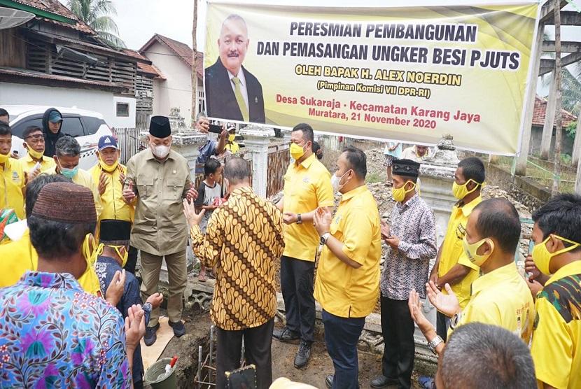 Resmikan Pembangunan PJU Tenaga Surya, Alex Noerdin Disambut Meriah Warga Muratara