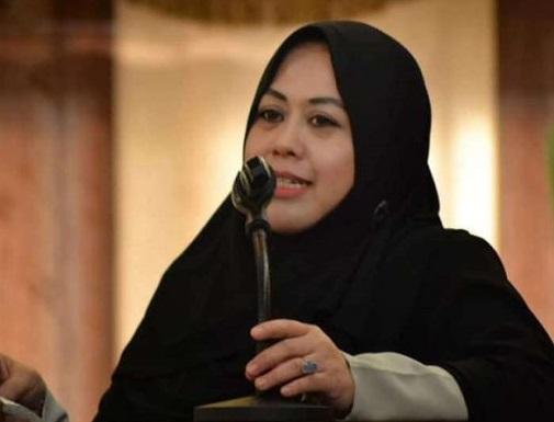 Pergoki Pasutri Bercumbu Di Depan Umum, Erna Rasyid Taufan Berang
