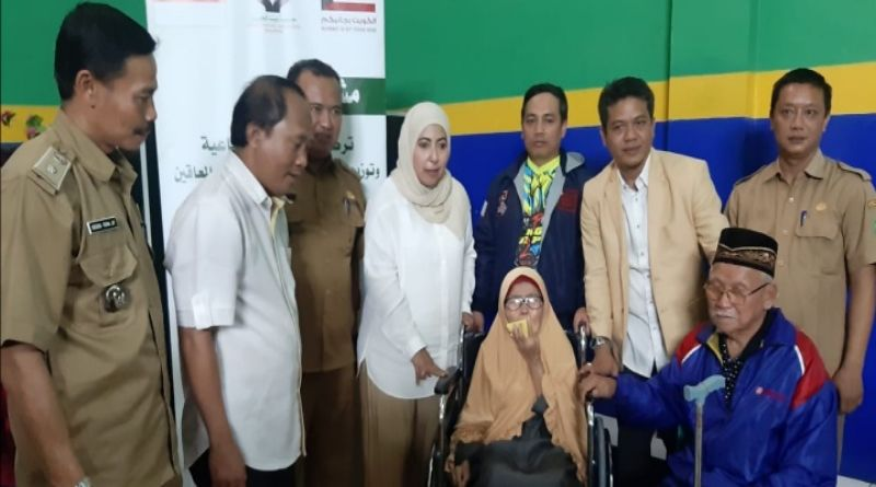 Dadang Supriatna Fasilitasi Warga Kabupaten Bandung Dapat Bantuan 50 Kursi Roda Dari Kuwait