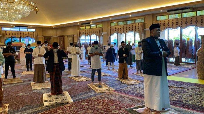 Tidak Pulang Kampung, Nurdin Halid dan Keluarga Besar Rayakan Idul Fitri di Cibubur