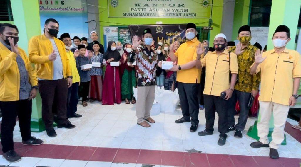 Pinto Jayanegara Bersama Ormas MKGR Jambi Berikan Bantuan Untuk Panti Asuhan Muhammadiyah