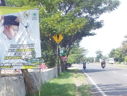 Spanduk Daniel Mutaqien Bertebaran di Seantero Kabupaten Indramayu