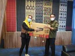 Sari Yuliati Sumbangkan Ribuan Alat Rapid Test, APD dan Hand Sanitizer Untuk Pulau Lombok
