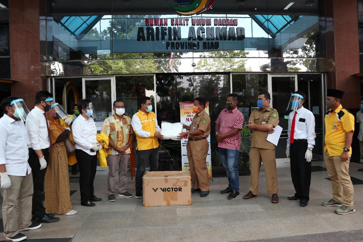 Golkar Riau Kembali Serahkan Ribuan APD Untuk RSUD Arifin Ahmad