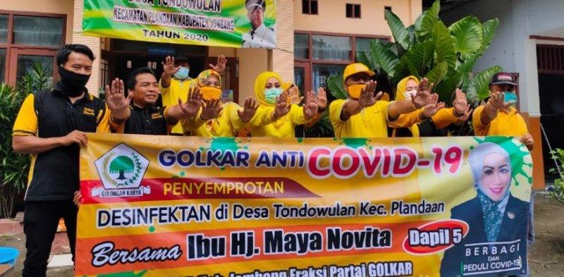 Legislator Cantik DPRD Jombang Ini Bagikan Ratusan Masker dan Sembako Untuk Warga Tondowulan