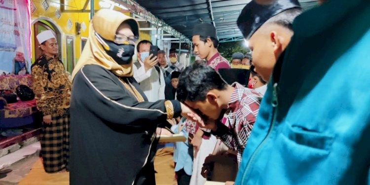 Teladani Nabi Muhammad, Itje Siti Dewi Kuraesin Santuni Anak Yatim Piatu di Majalengka