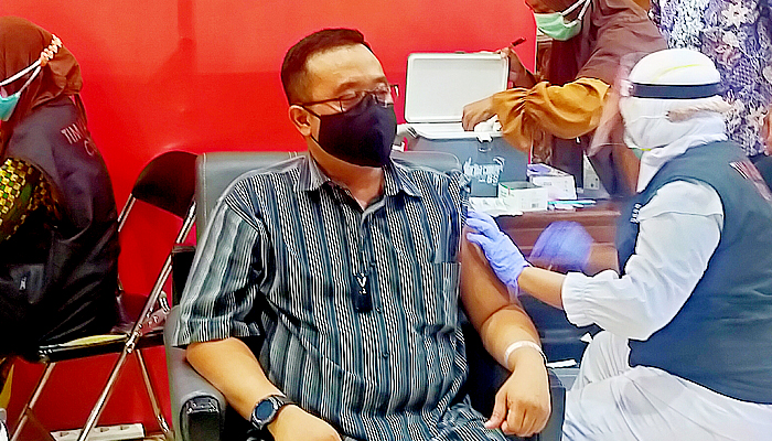 Ikhtiar Pemerintah Tekan Pandemi, Blegur Prijanggono Pastikan Vaksin COVID-19 Aman dan Halal