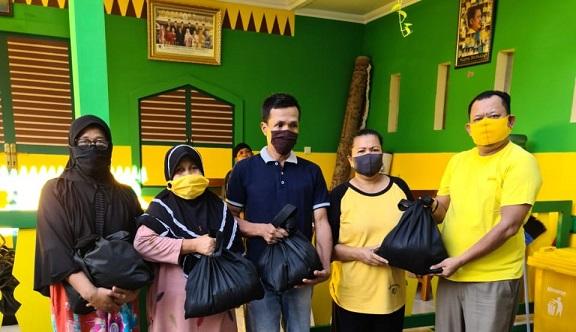 Tajudin Tabri Bagikan 500 Paket Sembako Untuk Warga Limo, Cinere dan Beji