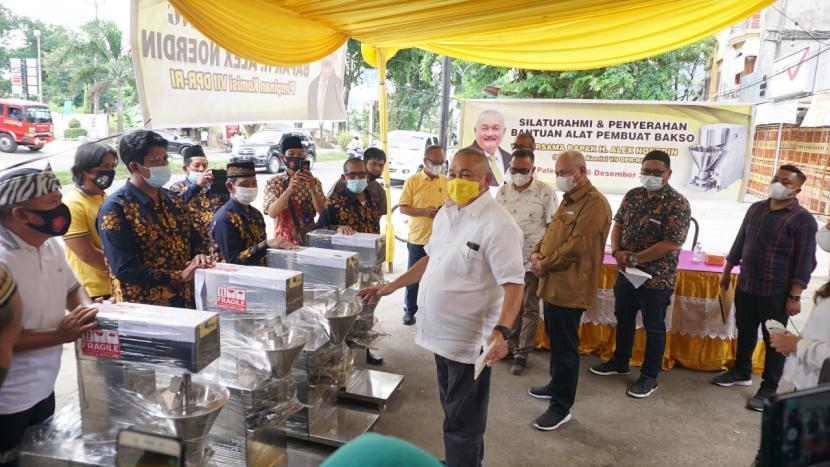 Alex Noerdin Serahkan Empat Unit Mesin Pembuat Bakso Untuk Paguyuban Bakso di Palembang