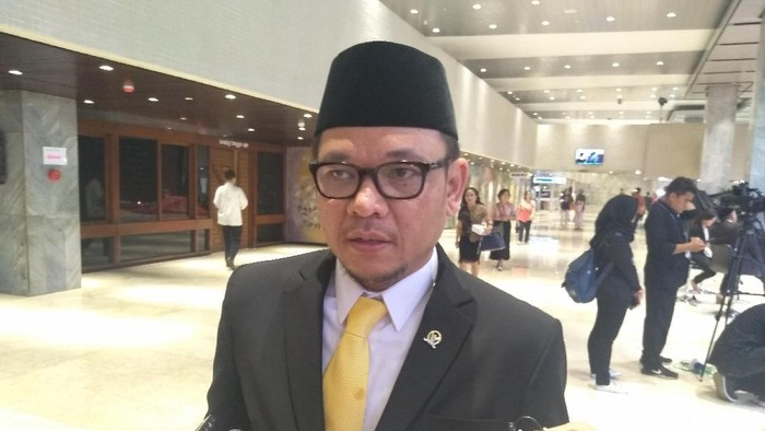 Penularan COVID-19 Masih Tinggi, Ace Hasan Dukung Jokowi Kurangi Libur Panjang Akhir Tahun