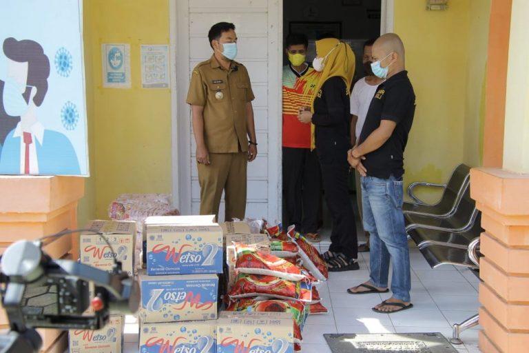 Supriansa Beri Bantuan Sembako Untuk Warga Terdampak Banjir di Soppeng