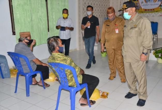 Gubernur Rusli Habibie Serahkan Bantuan Untuk 924 UMKM Gorontalo Terdampak COVID-19